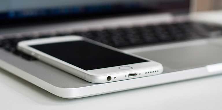Vì sao nên sử dụng hình nền đen để tiết kiệm pin cho smartphone?